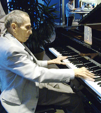 Lucien Leinfelder Plays Piano