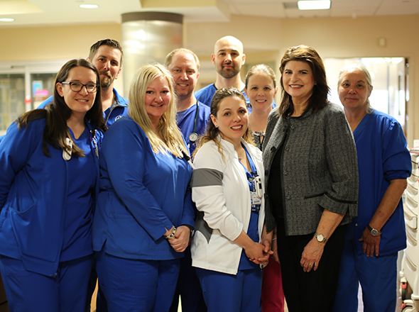 Karen Malone, right front, mother of organ donor, and the trauma surgical ICU team at Texas Health Fort Worth.